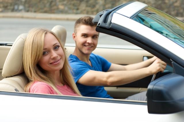 【教えて】免許合宿のカップルプランはお得?メリットとデメリットがある?