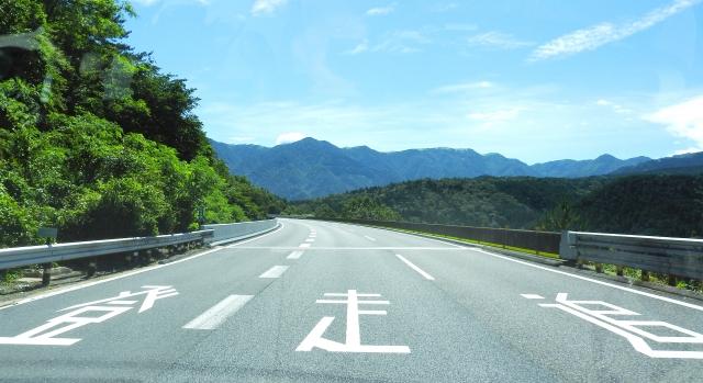 【解決!】バイクで高速道路は排気量何ccから走れるの?条件や罰則などを解説!